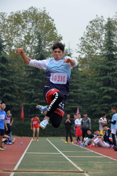学校举行2015年田径运动会